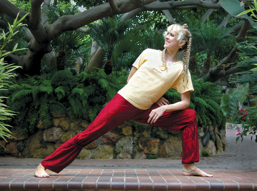 TriYoga_Side_Warrior_pose_Yogini_Kaliji